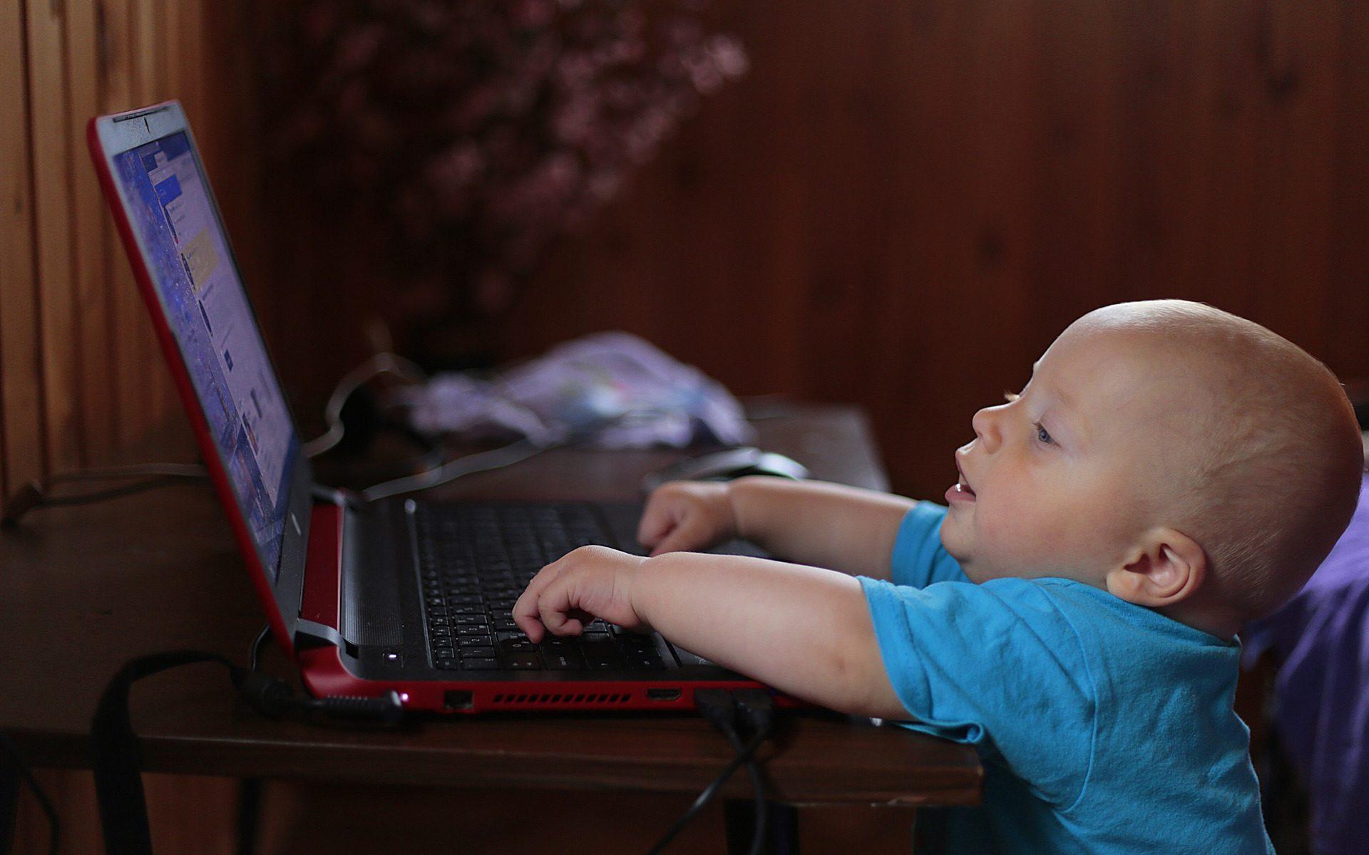 הורים לילדים מדוע חשוב להשקיע באבטחת האינטרנט בבית