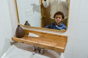 דואגים לשיניים של הילדים: כל היתרונות של שימוש במברשת שיניים חשמלית